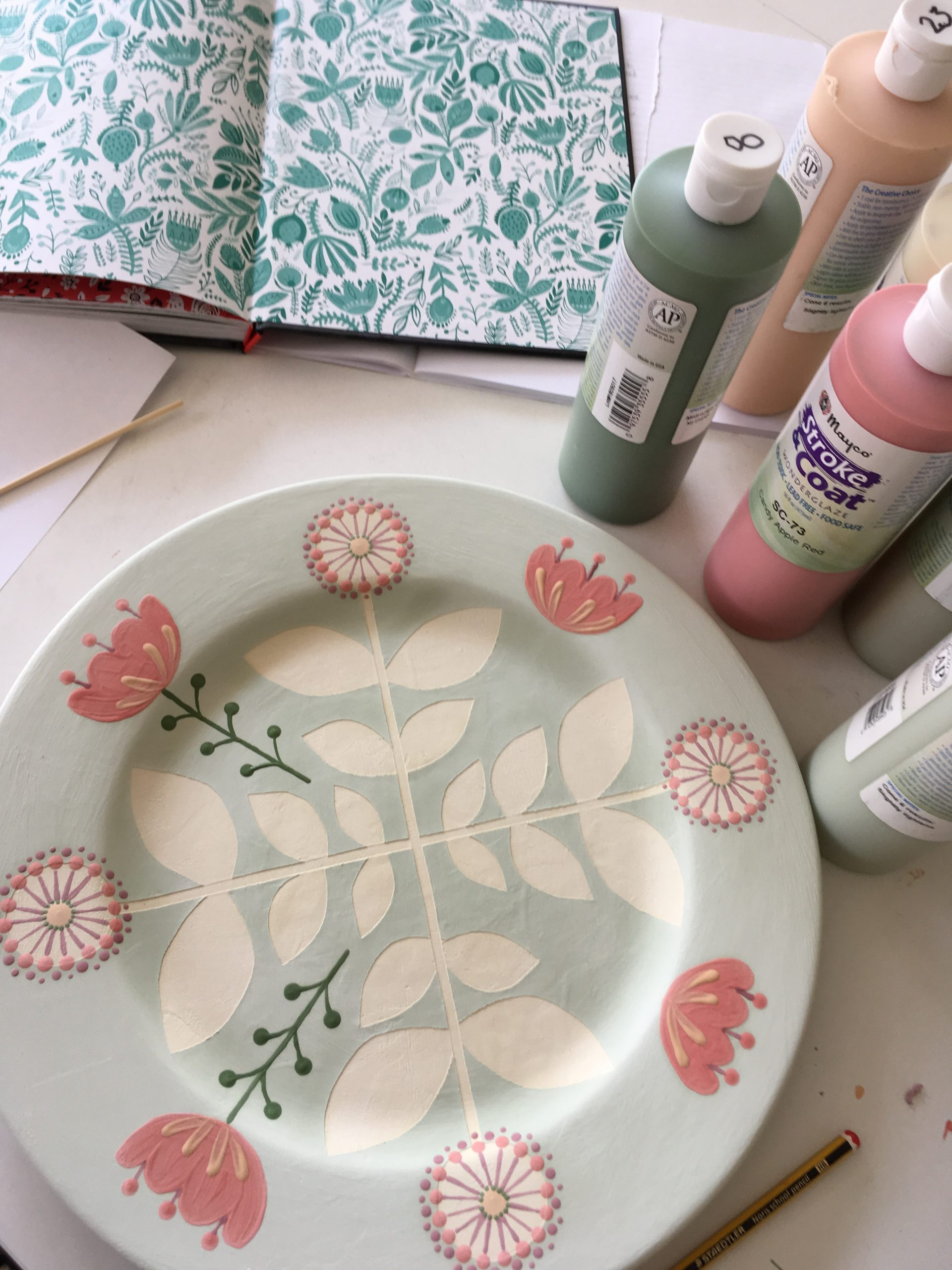 A painted plate at the Paint Pottle
